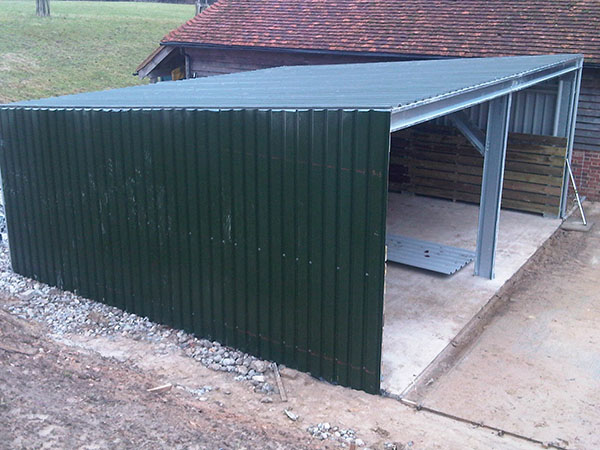 Kevin's Cow shed 2011 011